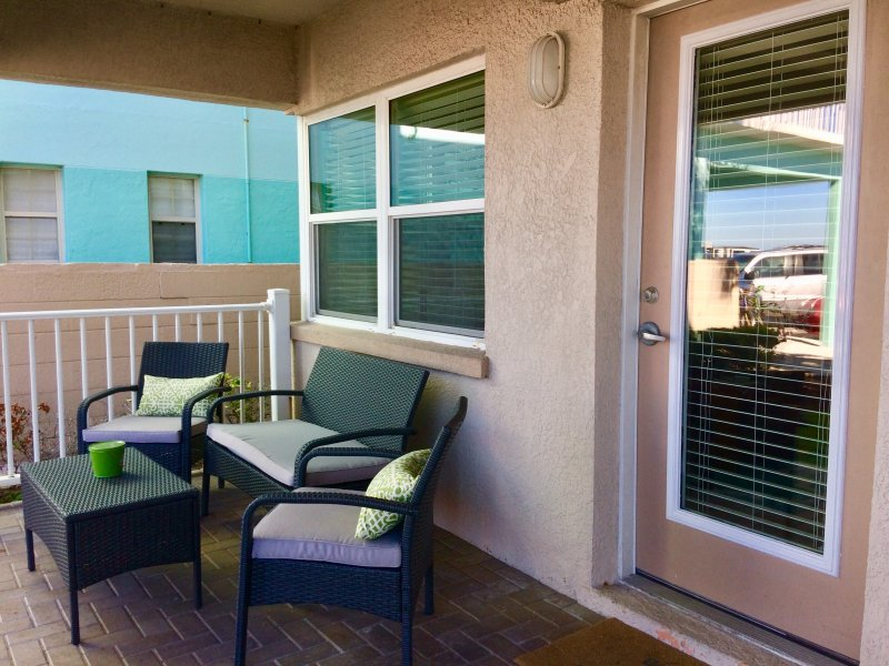 Historic Pass-a-grille beachfront escape, pool, laundry St. Pete Beach, 1br/1ba, holiday rental in Tierra Verde