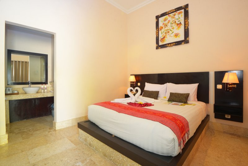 Legian Guest House Deluxe Room only with Free return Airport transfer, holiday rental in Pemecutan Klod