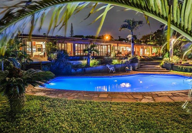 Jakita de una única es de 5 dormitorios, 5 baños casa de planta abierta con vistas al Océano Índico siempre caliente.