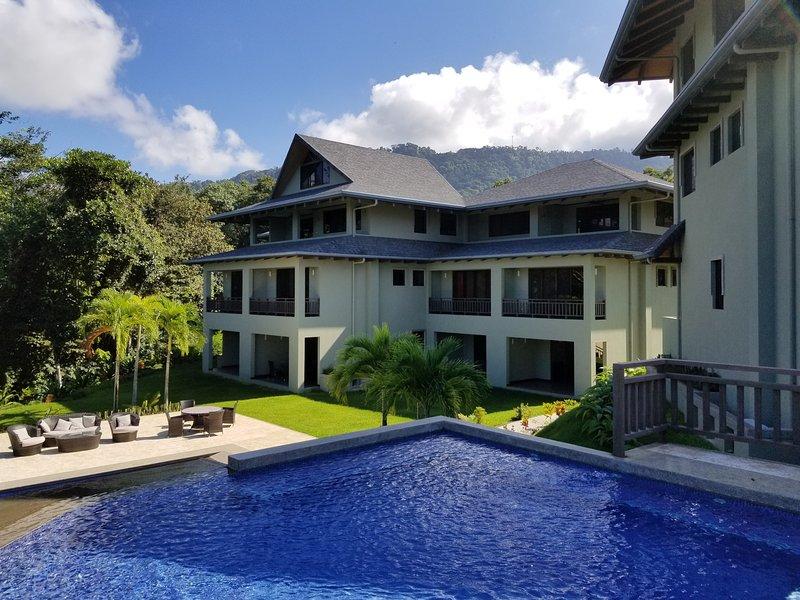 Marisol Condo Villa With Spectacular Ocean Views, holiday rental in Platanillo