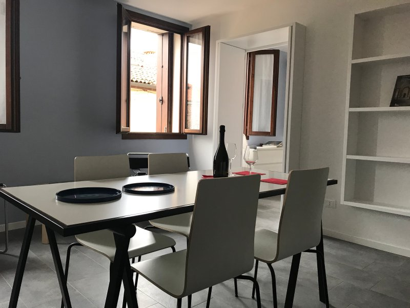 appartamento completamente ristrutturato a novembre 2017 con 1 camera, 1 salotto 1 bagno e 1 cucina
