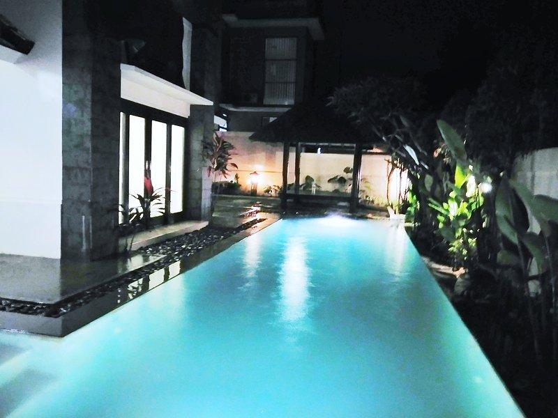 nuit vue sur la piscine