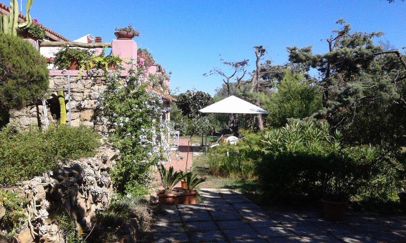 Oasis of Alba e Luciano, casa rústica, exclusivo área panorâmica de frente para SW.