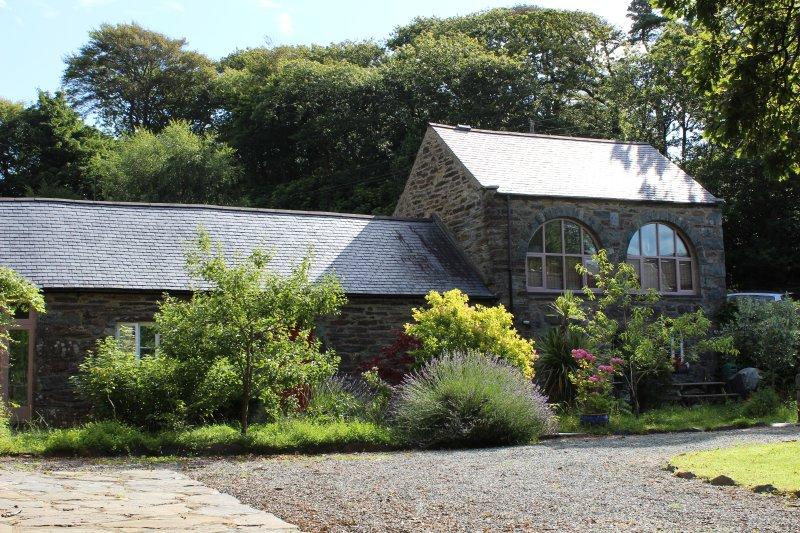 Converted Farm Buildings, location de vacances à Arthog