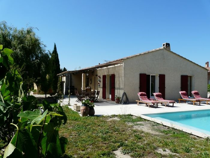 LS6-235 BESCANTA, Nice home rental with private pool, near Avignon, in Graveson, vacation rental in Aramon