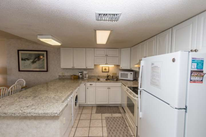 Fully equipped kitchen.  Cookware, dishes and tableware are on hand.