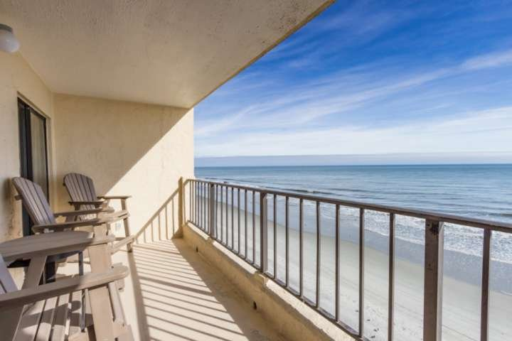 This is the perfect fourth floor view you and your family will enjoy.  This isn't a model unit.