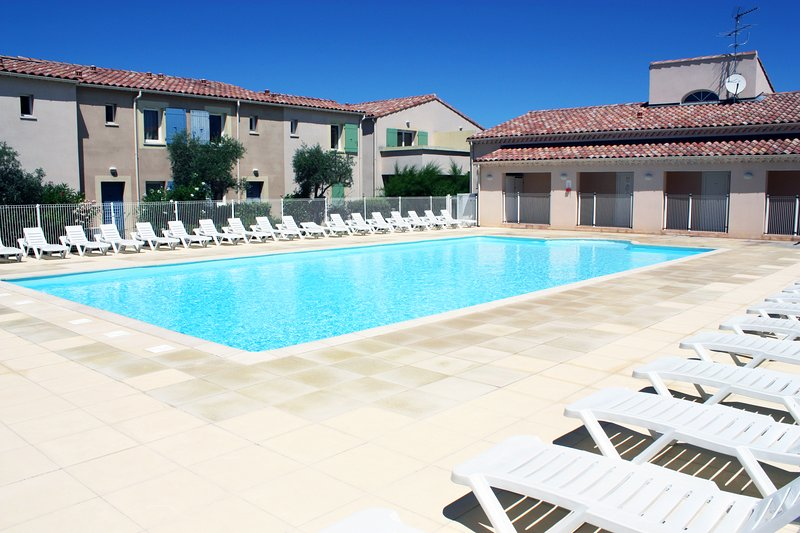 LS1-294 OUCEAN,Charming rental with shared-pool in the Alpilles., holiday rental in Mouries