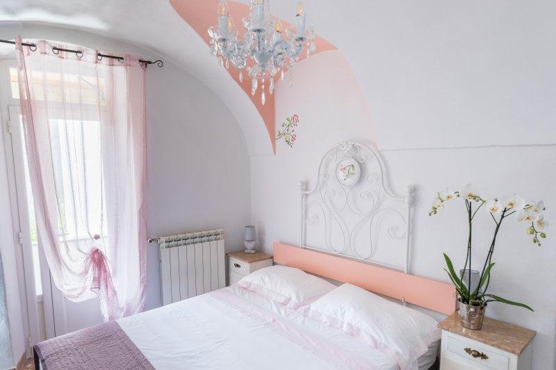 Dussaiga - la camera delle rose, location de vacances à Isolabona