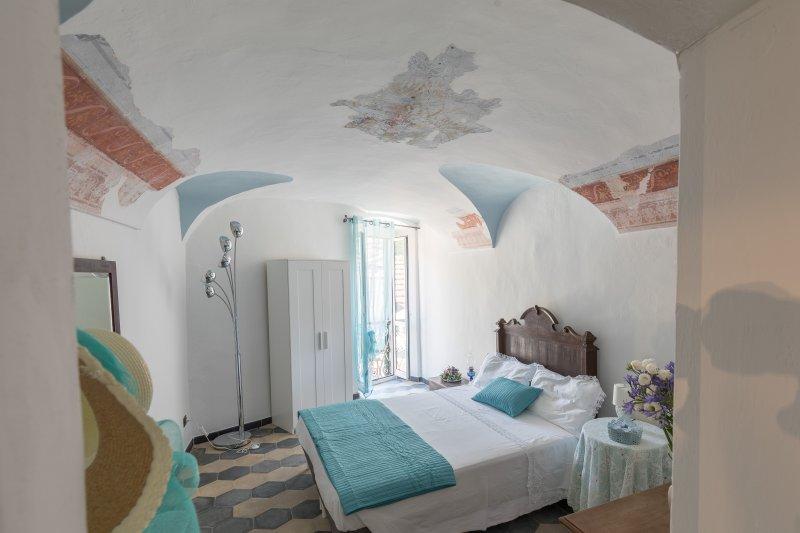 Dussaiga - La camera del Fiordaliso, location de vacances à Isolabona
