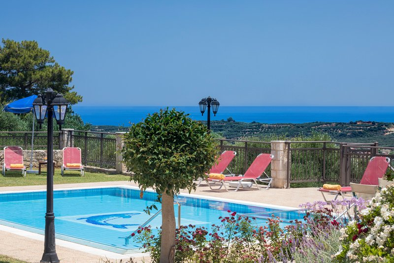 Polemarchi Villa Sleeps 8 with Pool and Air Con - 5217991, holiday rental in Vlacheronitissa