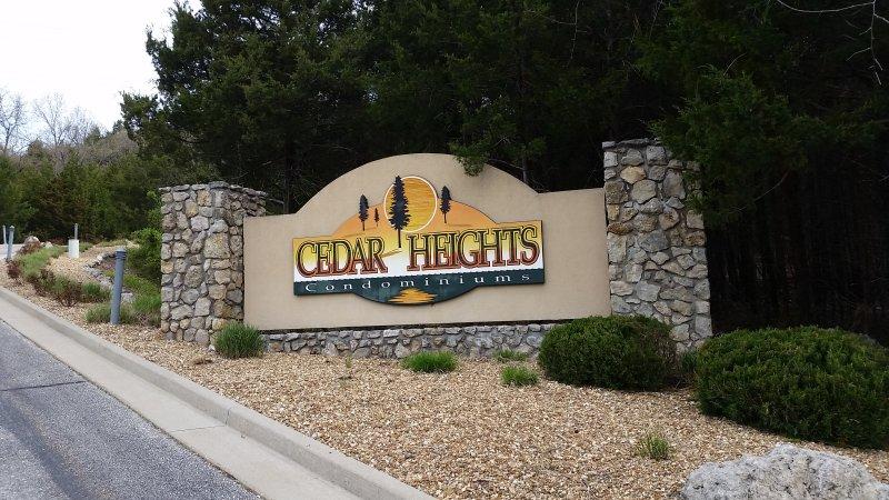Welkom bij Cedar Heights Condominiums- een gated community