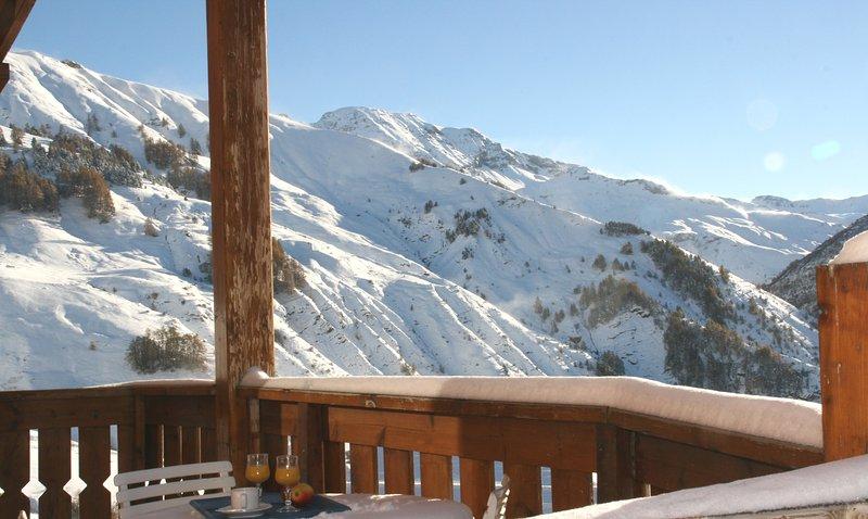 ***Pied de pistes, confortable 3P avec terrasse plein Sud vue montagnes, garage, location de vacances à Orcières