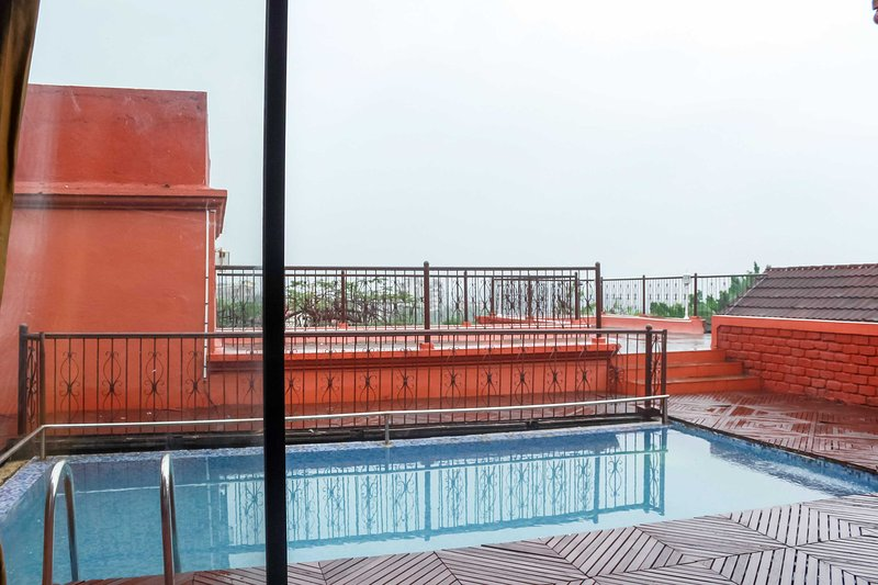 Party Sundeck with Terrace Twin Pool Villa, holiday rental in Mumbai