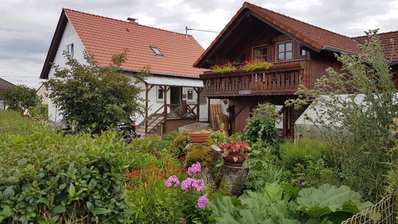 Haus Janne - komplettes & großes Ferienhaus | 100m² - 2 Etagen - bis zu 5 Pers., vacation rental in Ortenberg
