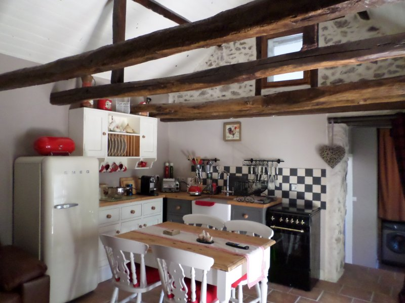 Beautiful gîte in the heart of the French lake district, holiday rental in Condat-sur-Ganaveix