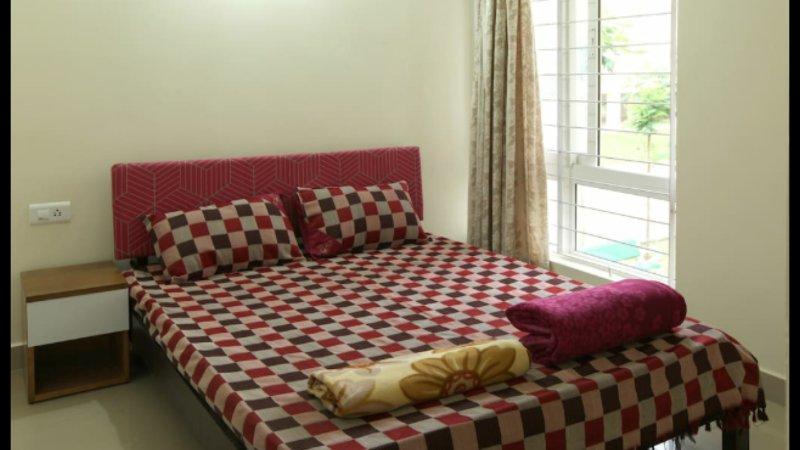 2 bhk serviced flat- short/long stays in Kengeri, Bangalore, Kengeri Area, holiday rental in Harohalli