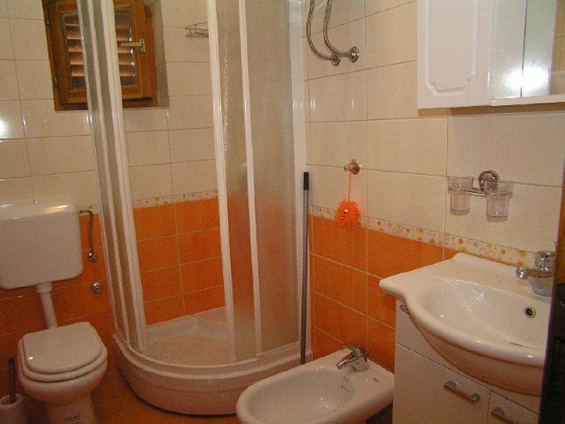 C-gornji Manji (4): badkamer met toilet