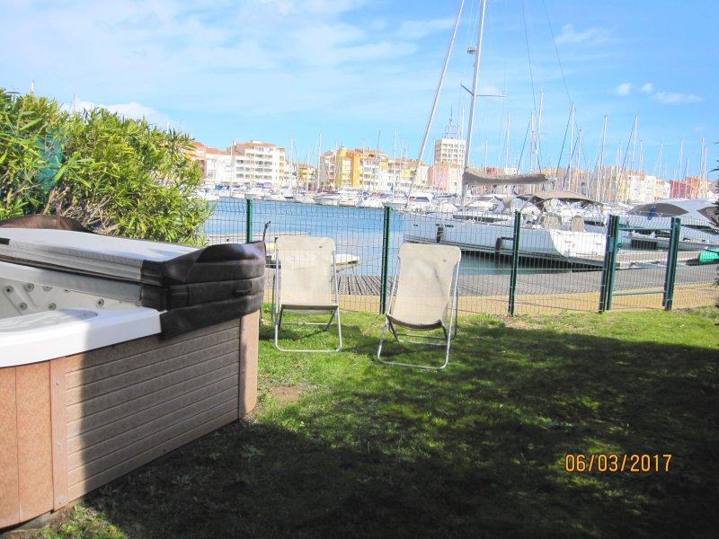 Magnifique villa idéalement située - Jardin -  jacuzzi – ponton d'amarrage, casa vacanza a Cap-d'Agde