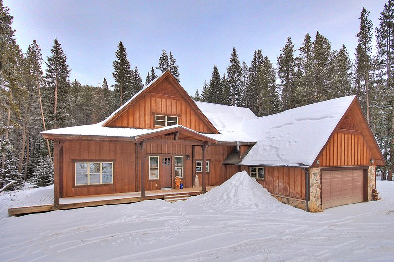 SkyRun Property - 'Red Mountain Lodge' - Beautiful private home just 10 minutes from Main Street, Breckenridge