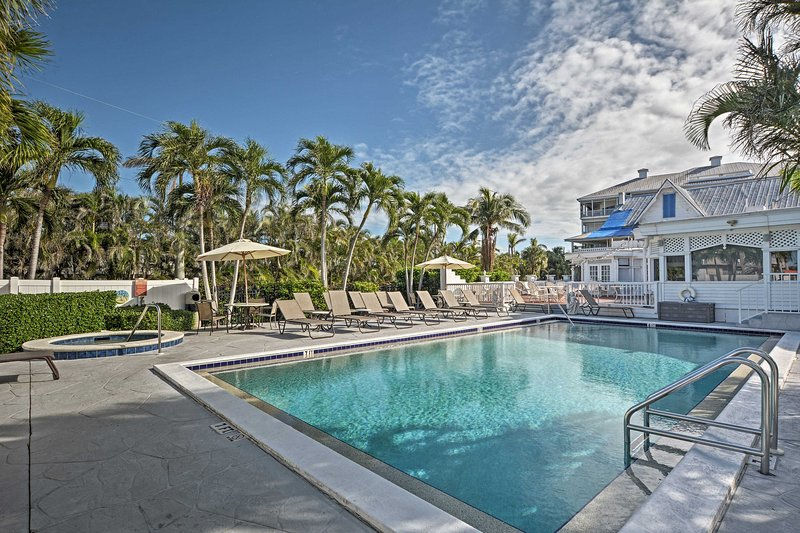 As part of the Olde Marco Island Inn & Suites, enjoy access to resort amenities.