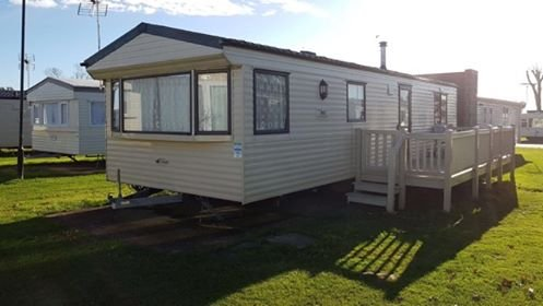 2 bed Holiday home, large decking 2 toilets Highfield Grange Pet friendly, holiday rental in Clacton-on-Sea