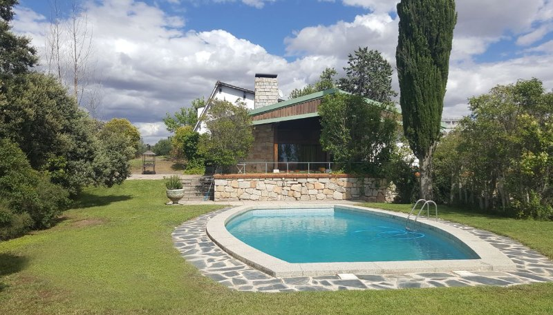 Chalet Rústico Singular, vacation rental in Camarena