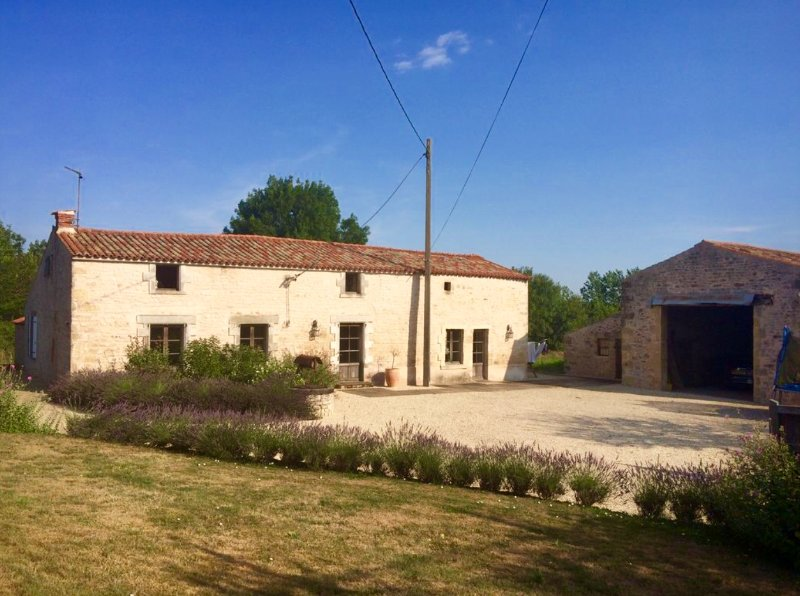 LE THOU as chosen by BBC - Escape to the continent, vacation rental in Vendee
