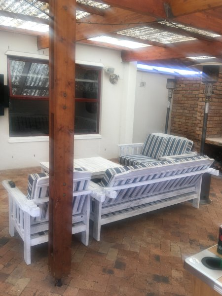 Chill Out at The Morgan's - Large 5 Bedroom Family Home with huge Entertainment, holiday rental in Milnerton
