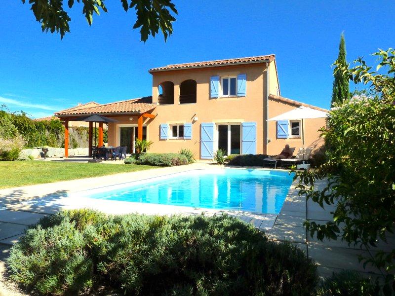 Villa Bienvenue - 8 persoonsvilla met prive zwembad op Les Rives de l'Ardeche, holiday rental in Vallon-Pont-d'Arc