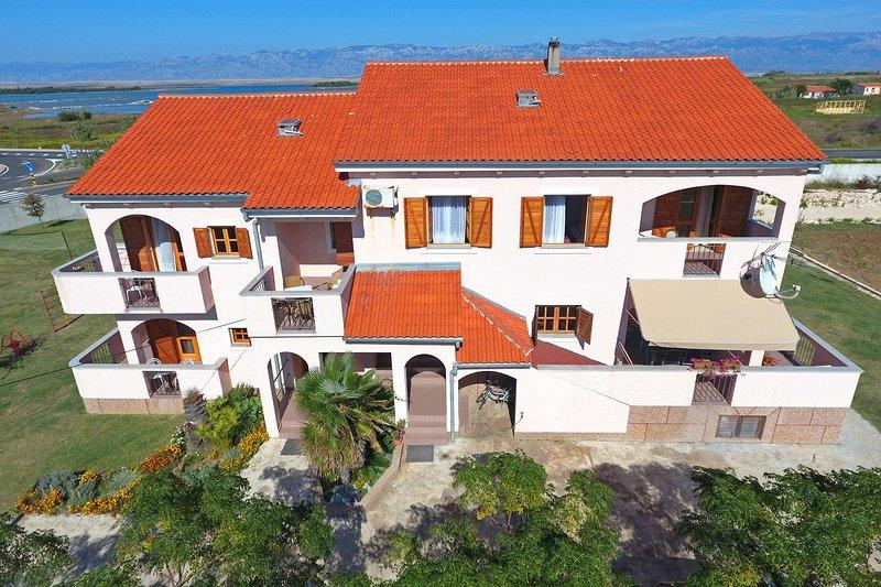 Armitage A5(2+2) - Privlaka, vacation rental in Privlaka