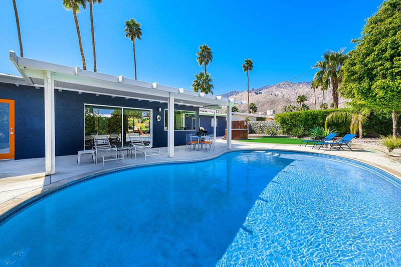 Palm Springs Modern Villa Has Cable Satellite Tv And