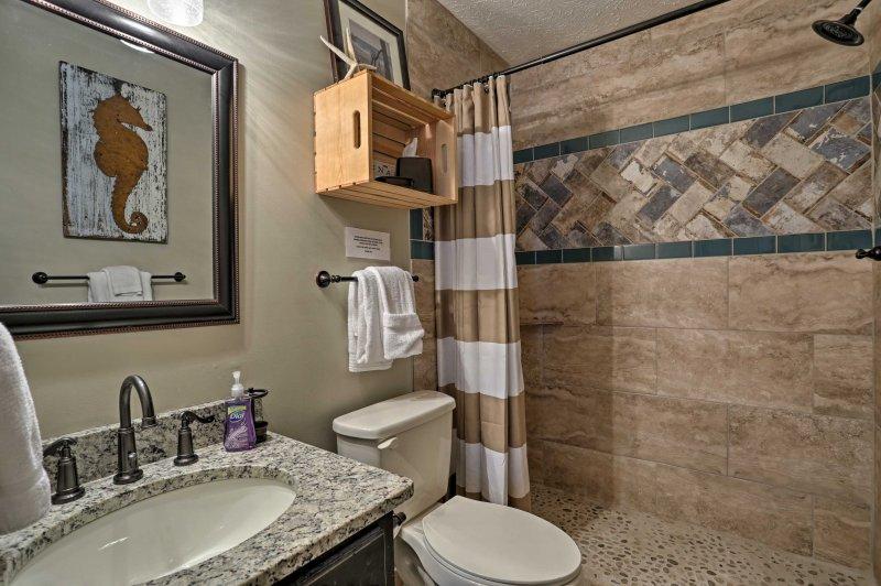 Entrambe le camere dispongono di bagni en-suite.
