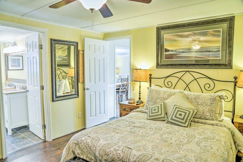 Sie werden komfortable Queen-Betten in jedem der Zimmer finden.