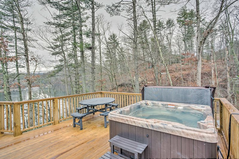 Soak your cares away at this Watauga Lake 3-bedroom vacation rental home.