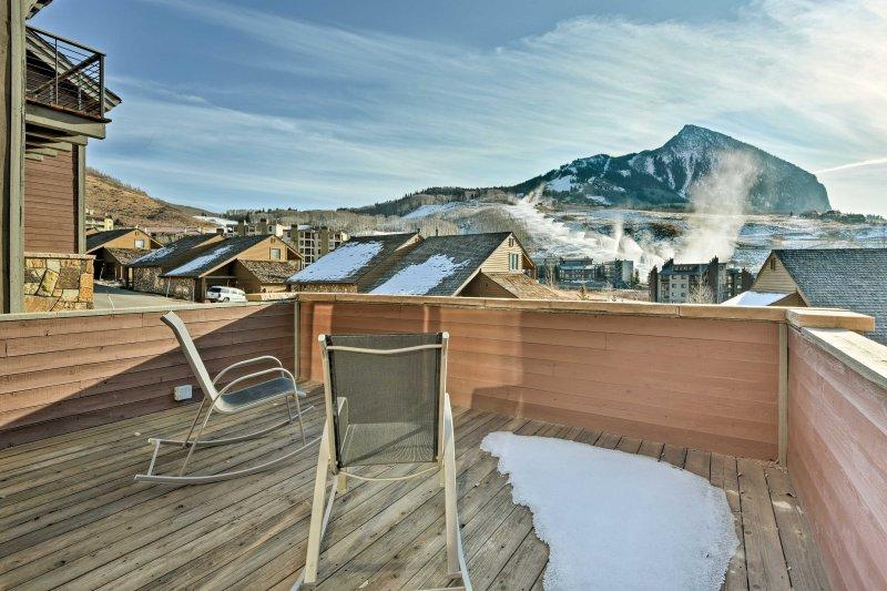 Na een lange dag op de piste, zal het achterdek snel uw favoriete plek om te ontspannen met uitzicht op mooie uitzicht op de bergen te worden.