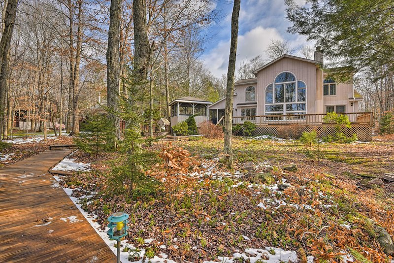 This lakefront home is sure to please!