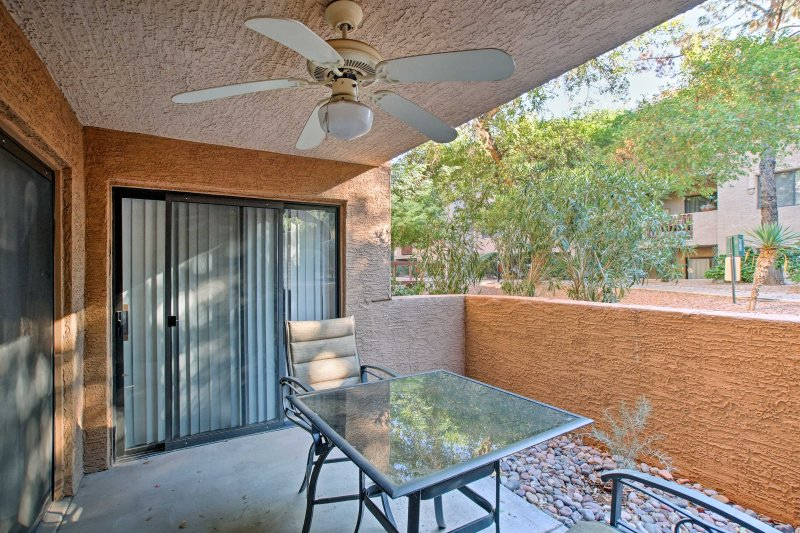Relax at this quaint Scottsdale vacation rental sleeping up to 8 guests!