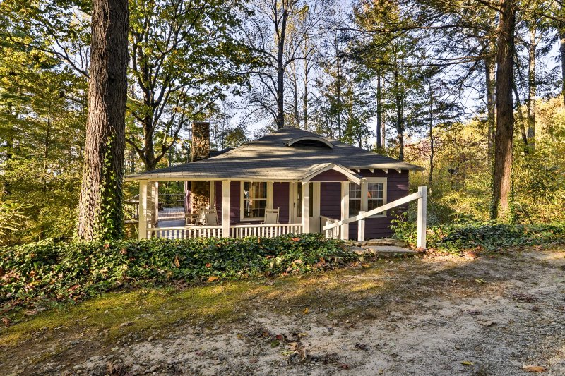 'Blackberry Cottage' awaits with a wraparound deck, 2 bedrooms, & 1 bathroom.