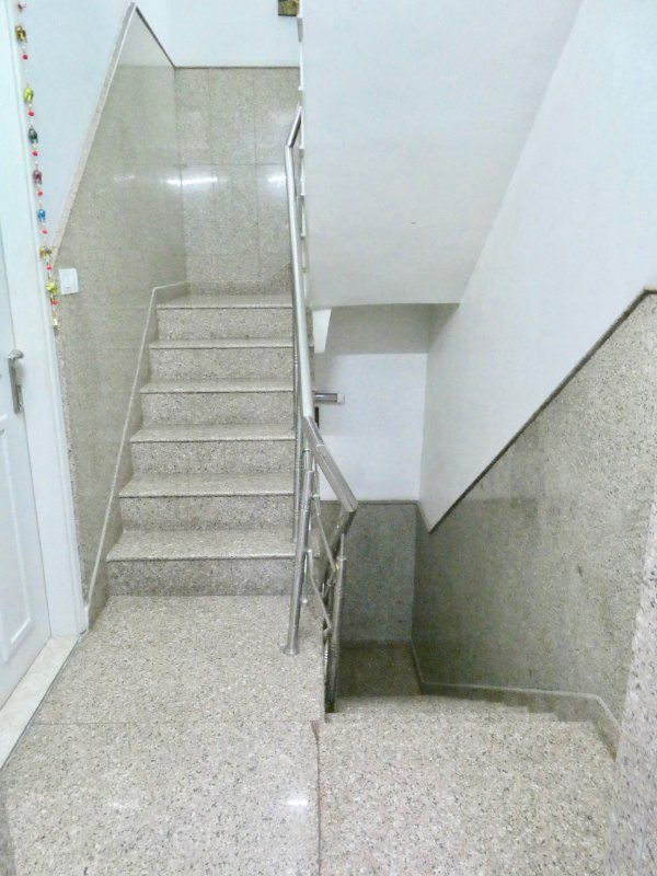 28 - Stair Case (2 floor climbs)