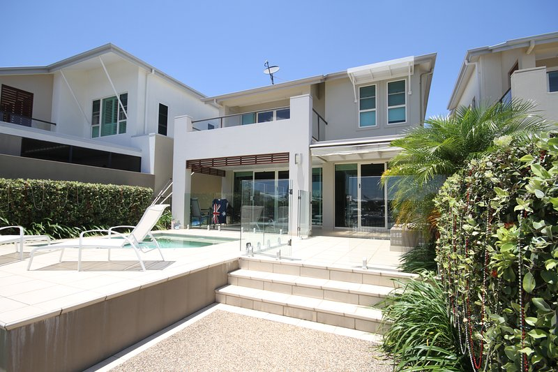 4 bd Luxury Waterfront with Resort Amenities, vacation rental in Upper Coomera