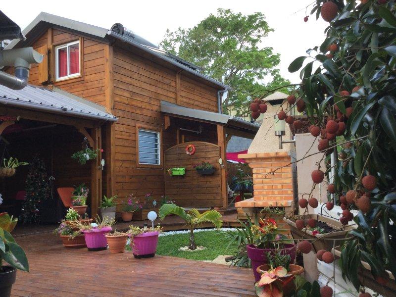 Fachada principal teve cottage e quiosque