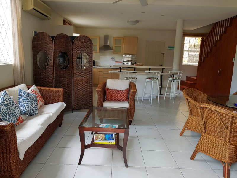 Spacious and beautiful #3 Springcourt Rockley New Road, Ch. Ch. BARBADOS, casa vacanza a Rockley