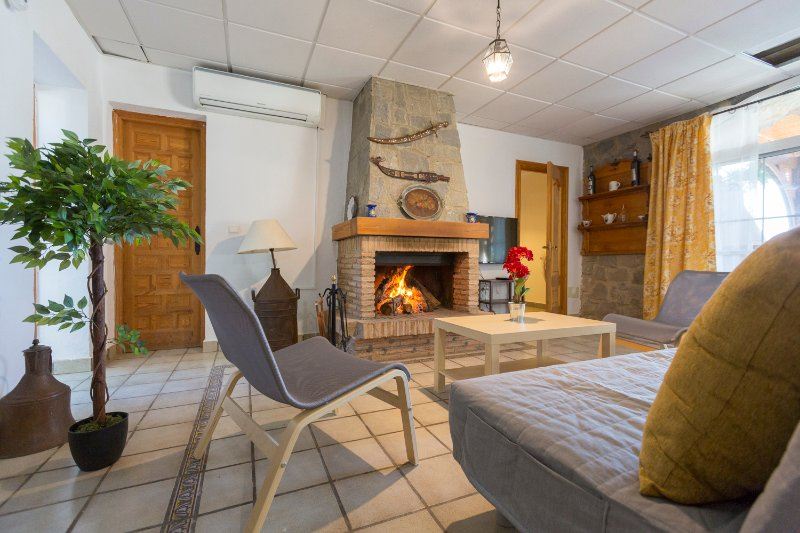 Casita Cerrillo en lujosa villa con piscina, aluguéis de temporada em Nijar