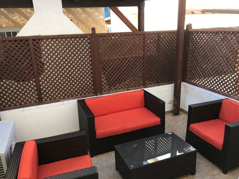 Terrasses avant et arrière - beaucoup d'espace tout en mangeant « Al Fresco » et profiter du soleil.