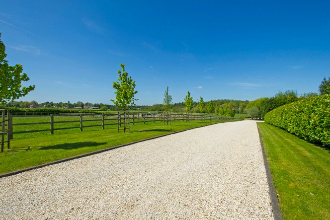 Tree lined driveway approach to Appletreesbarn.