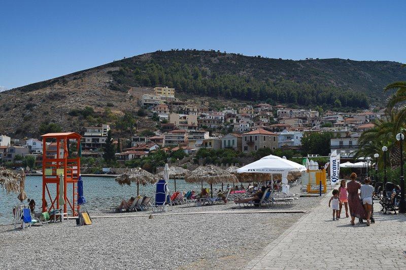 Der öffentliche Strand in Kiveri nur 600 m entfernt von unserer Wohnung