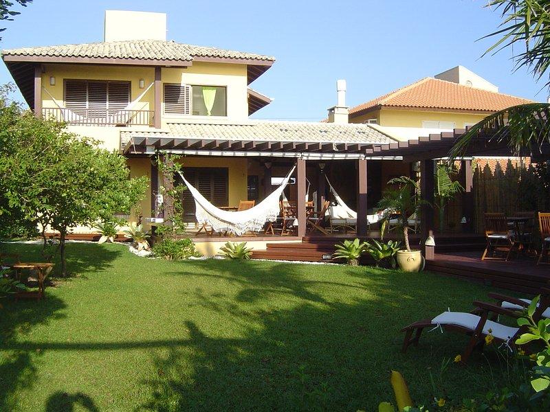 CASA QUINTAL DO MAR   -   Frente para o mar   -  Praia de Mariscal  -  6 quartos, holiday rental in Bombinhas