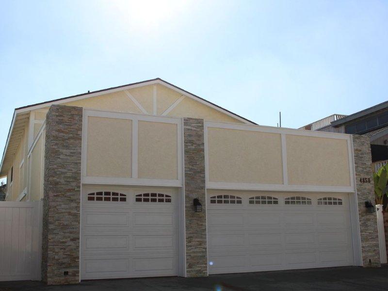 BEAUTIFUL, SPACIOUS beach home SECONDS TO THE BEACH! Complimentary golf cart!!, holiday rental in Oxnard