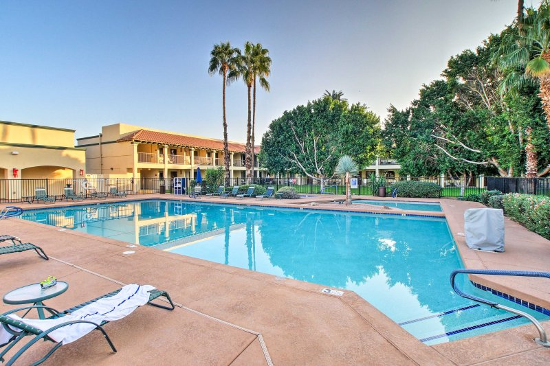 Escape to sunny Arizona at this 2-bedroom, 2-bathroom vacation rental condo in Scottsdale!